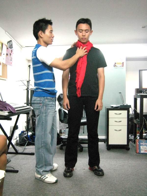 tying_a_scarf_rectangular_fashion_img