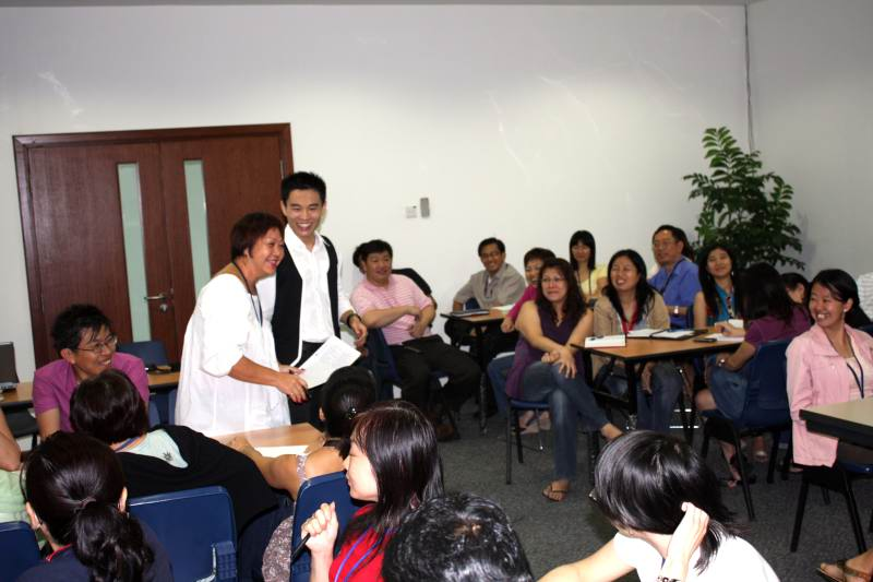 grooming_workshop_participant_sharing_img
